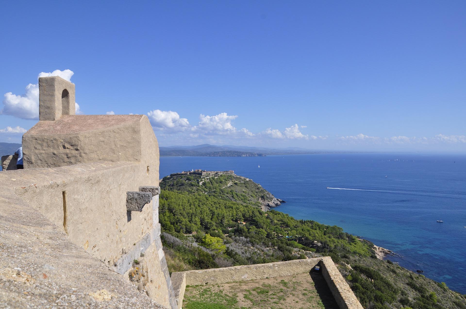 Quest'anno regalati una vacanza tra il verde ed il blu della Toscana